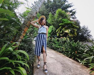 Beauty is in the nature all around us. When you chance upon a nice spot for your #OOTD, you'll want to reach into your bag for your handy <<Casio Exilim FR100L>> to capture the moment even when no one is around to snap a pic. Just like how this photo was taken with a selfie stick with stands. ⠀ Launching exclusively this Thurs, 16 March at IT Show 2017 held at Suntec City, you'll be able to see and feel for yourself how nifty it is.⠀ .⠀ .⠀ .⠀ .⠀ .⠀ #FR100L #casiosg #exilimsg #activeselfie⠀ #selfieiscasio #clozette #myfatpocket #welltravelled #justbackfrom #followmetoo #whatsinmybag #passportexpress #passionpassport #streetstyle_singapore #stylexstyle #sginfluencer #livewithstyle #sgbeauty #ootdcampaign #styyli #vscofashion #oo7d #ootdsingapore #ootdmagazine #fashionblogger #travelblogger #chictopia #asseenonme #vscosingapore