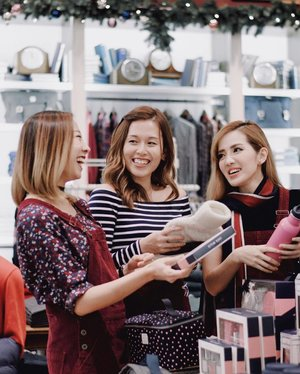 Shopping is always fun with friends. It's even better when you get treated to a FREE shopping spree if you follow the steps below.⠀ 🎄⠀ Create as many guest list of 4 on Jack Wills interactive website (jackwills.hk/DearJack) for the chance to win an Ultimate #Friendsmas - a FREE shopping spree in Jack Wills and a festive feast for you all. Link as shown above or in the bio of @jackwillssg. (Winner will be announced on the 17th December, 2016) #DearJack⠀ Good luck 🍀 . . #clozette #stylexstyle #jackwills #Christmas #sgcontest #bbloggersg #ootdsg #lookbooksg