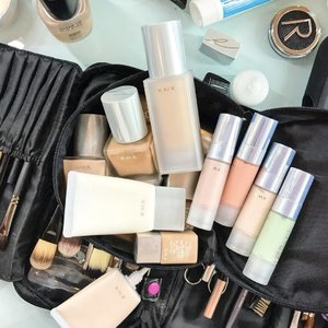 Using all bases @rmkofficial for a photoshoot , highly recommend to try our both bases , liquid & gel foundation that work from a medium -semi full coverage ❤️ not to forget my trusty makeup brush from @mustaevusa  #clozette