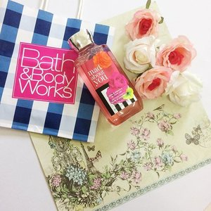 Afternoon shower with this new Rose showergel! R u rose fan too?share with me ur fav rose product and tag me on insta n hashtag #weloverose #cindysplanetdotcom #clozette #bathnbodyworks