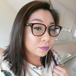 When in doubt, wear purple lipstick and put on some highlight!  No Monday blues for me and I'm out doing some grocery shopping!  My hair is such a mess, really need to do something about it soon! Happy Monday!  #clozette #igmakeup #instamakeup #sgmakeup #sgblogger #beautyblogger #wakeupandmakeup #hudabeauty #beatthatface #makeupartistworldwide #dressyourface #slave2beauty #ssssamanthaa #selfie #glam #instalike #lipstick #highlighter #wingedliner
