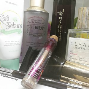 February Empties is now up on the blog. (Link in Bio)  Just a handful of items that I have been using and finally managed to finish!  Have a good Saturday friends! I'm gonna get ready and head out for a fun day!  #clozette #igmakeup #instamakeup #sgmakeup #sgblogger #beautyblogger #bblogger #makeuplover #makeupaddict #makeupcrazy #makeupjunkie #makeupchat #makeupporn #makeuptalk #trendmood #meccabeautyjunkie #igers  #flatlay #makeuphoarder #makeup #glam #instalike #etudehouse #thefaceshop #cleanreserve #empties