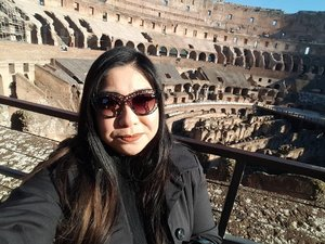 #throwback to Last year Dec when I was in Rome and visited the Colosseum! An impressive piece of architecture in a wonderful city filled with history!  Wearing #doseofcolors Cork on my lips, #nars Velvet Matte Skin Tint foundation, #quayaustralia Sunglasses  Happy Thursday folks!  #clozette #igmakeup #instamakeup #sgmakeup #sgblogger #beautyblogger #wakeupandmakeup #hudabeauty #beatthatface #makeupartistworldwide #desimakeup #vegas_nay #dressyourface #slave2beauty #ssssamanthaa #selfie #fotd #eyeshadows #glam #instalike #lotd #lipstick #liquidlipstick #selca #tbt
