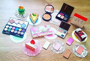 Feel like a little girl again with #origami #cakes🎂, #pastries and playing with #colours! #throwback #teatime☕️ and #powder #palettes! Love the #vibrant and #bright colours from #Luscious and the #Christmas-sy #eyeshadows from #Nars, my #birthday #present from one year ago 😅😂, from non other than the #queen of #eyeshadows herself 😘 indulgent treats to look at from #Inglot too! Ah well, have a #great #week peeps! #clozette #igsg #beauty #makeup #makeupaddict