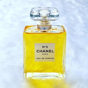 """""""Gold, because it shines within the No. 5 bottle. Gold, because it is the triumph of Chanel."""" Rise and shine! Post is up! All about this iconic bottle of perfume makes me feel and a little bit of #history and story telling too! Click link on my bio for a read 💋 . . . . ❤ . . . .  #weekends #edp #perfumes #perfumejunkie #perfumeaddict #perfumista #vintage #igsg #igsgbeauty #fragrance #fragranceaddict  #fragranceblogger #instablogger #instafragrance #instabeauty #instaperfume #fblogger #clozette #Chanel #gold #youknowmeandyoudont #history"""