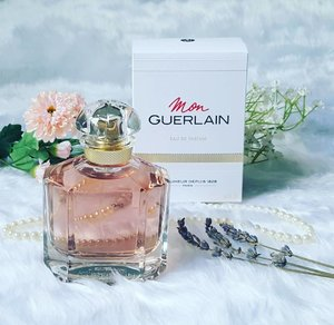 Hello #weekend! Felt so excited about this fragrance as #AngelinaJolie was chosen to be the face of #Guerlain. Imagine my honour to write about it on @qiyunz blog @flyingpistachios when it came out. Thanks Babe! 😙 I learnt many interesting facts behind the fragrance too! The post is now up on my blog, with only a few tweaks and pictures as I bought it from @tangssg! Have a great weekend! 🌹 . . . . .  #edp #perfumes #parfum #perfumejunkie #perfumeaddict #igsg #instapic #instaphoto #igsgbeauty #fragrance #fragranceaddict #fragranceblogger #instablogger #instafragrance #instabeauty #instaperfume #fblogger #clozette #beauty #beautyaddict #beautytalk #beautyjunkie #happiness