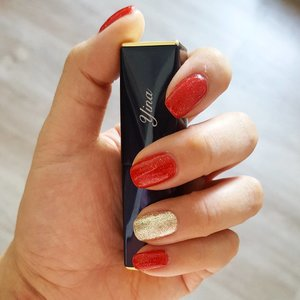 HUAT AH! Red to chase the #MondayBlues away. Yep it's probably a bit early but most places are fully booked already! Anyway love this colour combi, doesn't look too auntie to me 😂 have a great week ahead!  #red #gold #manicure #cny #festive #EsteeLauder #instabeauty #beautyaddict #nails💅 #shimmer #clozetteco #clozette