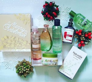 Yay! My #YvesRocher #xmas #haul accompanied by @aletheaborealis @oliviana_tandanu @kiraarticuno at @yvesrochersg! Very proud of my #colour theme here.. #green🍃 #red 🍒 and #gold 🌻 even though these are not the #Christmas series 😂 anyhow, love how the #micellar water and # butter scrub is great for my dry sensitive skin. Of course the much touted hair #vinegar and my #fragrances 😍😍😍 #YvesRochersg #beautyaddict #beauty #skincare #skincarejunkie #haircare #blogger #igsgbeauty #igsg #clozette #clozetteco #fragranceaddict #perfumejunkie #perfumeaddict