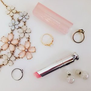 In love with the #diormy Dior Addict Lip Glow Color Recover Balm. A sheer balm that enhances your natural lip colour, it is also moisturising and protects my lips with SPF10 . . . #makeup #makeupjunkie #clozette #cycircleoflife #beautyjunkie #lipbalm