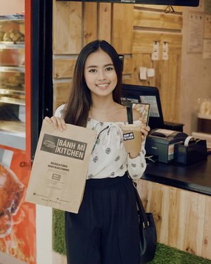 A crunchy treat for myself! 😋 Btw, have you tried their new drink Ca Phe? If you love coffee, you should! Heads up! @banhmikitchen has a new branch in Unimart, Greenhills! Don't forget to drop by 🙌🏻