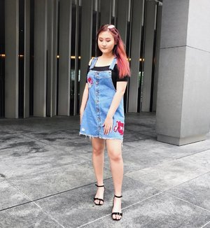 Battling Monday blues with lunch and drinks with @namylitup today 😌 - Details: Denim skirt dungarees: @zara.sg Black off the shoulder top: @cottonon_sg Shoes: @somethingborrowed_official via @zalorasg Shades: @prada Hair: @francisandjean - #clozette #clozettesg #ootd