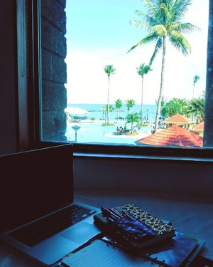 Amazing view while working, but seriously - who will want to work with this view taunting you to take a dip in the pool or explore the beach? 😎 #coffice #islandlife #beautifuldestinations #roomwithaview #beachplease #summer.......#bbloggers #bbloggersph #beautyblogger #beautybloggersph #bbloggersasia #phbloggers #beautynews #blogging #bloggerlife #bloggersgetsocial #beautygram #beautytips #beautyblog #instabeauty #instadaily #clozette #photooftheday #manilablogger #vscocam #vscoph #vscobeauty #philippines #makeupaddict #travelph