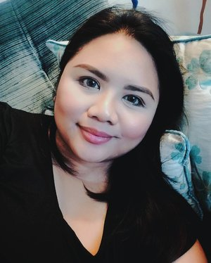 🎶 Friday, Friday, gotta get down on Fridaaaaaay 🎶 Looking forward to the weekend. I plan to just chill and relax (chillax south-style hahaha)! . What about you, what are your weekend plans? #tgif #weekend #selfie . . . . . . . #bbloggers #bbloggersph #beautyblogger #beautybloggersph #bbloggersasia #phbloggers #beautynews #blogging #bloggerlife #bloggersgetsocial #beautygram #beautytips #beautyblog #instabeauty #instadaily #clozette #photooftheday #manilablogger #vscocam #vscoph #vscobeauty #philippines #makeupaddict #makeuplover #selca #samsungnx #snapseed