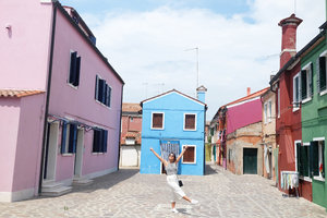 Raise your hands up if you like Burano Island in Venice! One of my favorite places in the world!