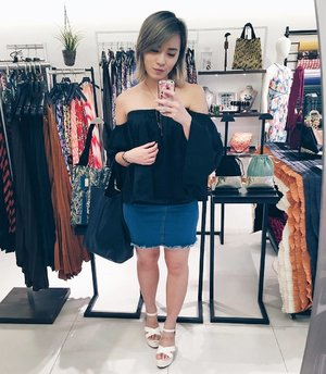 Thank you @pleatation for having me in your pretty store and dressing me up today! You compleated me ✨ . 📍Raffles City, 03-033 #pleatation #clozette #ootd #lotd #stylexstyle