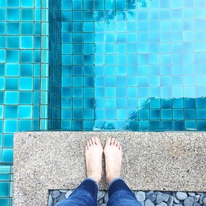 This is all I need for the #weekend. Dip in the pool with a glass of #mojito. Life is such! #zen  #restandrelax #pool #love #sunday #sundayfunday #cuticutimalaysia #7fam #denim #jeans #clozette #breakaway #blue #beautifulday #fashion #shoefie #fashionblogger #blogger #holiday #weekendgetaway