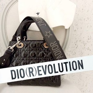 A #throwback picture of my #LadyDior sitting in the fitting room at #DiorKLCC. ... Today at the blog (link in bio), I'm showing you some inspiring pics of #JenniferLawrence for @dior Fall 2017 campaign. It's all about denim & t-shirt! Can't get any better than that for the weekends! Also happening now is the Cruise 2018 show LIVE from California ❤️ Click link on @stilettoesdiva to watch it 😉 . . #diorcruise2018 #ladydiorbag #diormy #dior #tgif #ootd #outfit #accessories #clozette #bagoftheday #diorevolution #flashback #fbf #blogger #fashionblogger #fashionista #instadaily #instafashion #malaysianblogger #divainmefashion