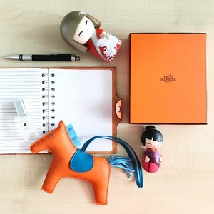 Galloping into 2017! Time to start writing on a new blank page.. Happy New Year everyone ❤🍷 . . #hermes #flatlay #hermesrodeo #organizer #planner #momijidolls #kimmidoll #montblanc #ootd #farewell2016 #hello2017 #blankpage #instadaily #instafashion #fashion #clozette #jomalone #jomalonemalaysia #blankspace #newyeargoals