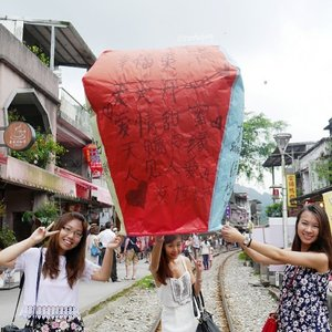 Taiwan Day3: Releasing sky lantern at Shifen. May all our wishes come true! :)