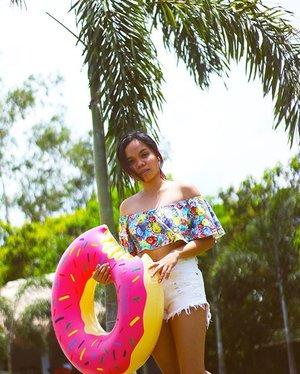 Summer play 🌞  #clozette #art #ArtOfVisuals #iger #instagrammer #60s #retro #moodygrams #l4likes #l4l #r4r #likes #likers #followme #photography #photo #photooftheday #justgoshoot #shoot2kill #tumblr #instagram #portrait #fashion #model #ootd #me #blogger