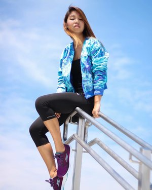 Just in case no one notices, MY JACKET MATCHES THE SKY. ☁️☁️☁️ Mad love dis print 😍 Wearing the new GoWalk Sport from @skecherssg #gowalksport #sp