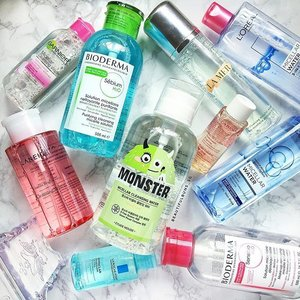 [SECRET GIVEAWAY] I've got one full-sized bottle of these micellar waters to give away -  not telling you guys which one, but it's definitely an awesome one! 😏  To win, all you need to do is: 1) Like this photo.  2) Tag a friend (to share the love). 3) Leave a comment telling me which one you'd like to win.  And that's it! All entries will be considered (you don't have to guess correctly to win). Giveaway is open to all my followers residing in Singapore (as our local post office prohibits the mailing of liquids overseas) and will end on Sunday, 15 July, 12 noon.  Goot lark everybardy! 😘 - - - #micellarwater #micellar #cleansingwater #garnier #garniersg #laneige #laneigesg #bioderma #biodermasg #etudehouse #etudehousesg #larocheposay #larocheposaysg #lamer #lamersg #lorealparissg #clozette #giveawaysg #instaskincare #igskincare #cleansing #skincarejunkie #skincareroutine #skincareblogger #라네즈 #에뛰드하우스 #clarins #clarinssg