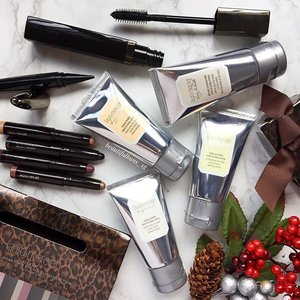 Ooh~ @lauramerciersg 's Christmas offerings come in animal preen leopard spots! Me likeyyyy. Choose from sets of mini hand creams, eye crayons, mascara + liner duos and more~ gooood Sunday morning everybardy! 😘  #lauramercier #lauramerciersg #christmas #christmas2016 #mascara #handcream #gifting #beauty #beautyblog #beautyblogger #clozette  #beautyaddict #bblogger #instabeauty  #makeup #makeupjunkie #makeupaddict #makeupstash  #beautyjunkie #trendmood #skincare #skincareblogger #makeuphoarder #igbeauty #로라메르시에