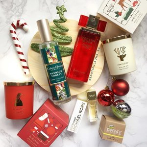 It's beginning to look (and smell) a lot like Christmas~! 🎅🏻 the mood is literally in the air with these scentsational seasonal products~ yay for the season of giving!  #innisfree #innisfreesg #crabtree #crabtreeevelyn #crabtreeevelynsg #michaelkors #dkny #esteelauder #scentedcandles #christmas2016 #perfume #scents #beauty #beautyblog #beautyblogger #clozette  #beautyaddict #bblogger #instabeauty  #makeup #makeupjunkie #makeupaddict #makeupstash  #beautyjunkie #trendmood  #makeuphoarder #igbeauty
