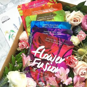 Ooh, such pretties from @origins.sg 😍 - their new sheet masks, Flower Fusion, channel the goodness of floral into the skin. Made from bamboo pulp, these sheet masks have varying skincare properties:  rose for hydration,  violet for nourishing,  lavender for soothing,  jasmine for softening,  orange for radiance boosting,  and raspberry for refreshing the skin). Available exclusively at @sephorasg (instore and online) 💁🏻✨ - - - #flowerfusion #rose #lavender #violet #sheetmasks #bamboo #flowers #flowerstagram #floral #bouquet #beauty #beautyblog #beautyblogger #clozette  #beautyaddict #bblogger #instabeauty  #beautyjunkie #trendmood #skincare #skincareblogger #igbeauty #sgigbeauty #origins #originssg