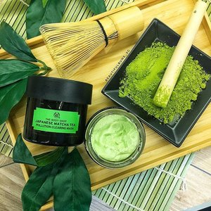 If you've had your lunch, try getting a cuppa matcha to aid in digestion. Green tea is good for your body, internally, and now, externally, with The Body Shop's new Japanese Matcha Tea mask. This purifying detoxifying skincare product leaves your skin feeling refreshed, softer and oh-so-soft (and it smells like cucumber!). Me likey! 🍃 It'll only be available in September, so let's both hang on to our wallets till it's launched. 🤗 - - - #thebodyshop #thebodyshopsg #facemask #mask #skincare #skincarejunkie #skincareblogger #skincareroutine #multimasking #clozette #더바디샵 #greentea #matcha #🍃 #slave2beauty #instaskincare #instaskincare #녹차 #detoxify #purifyingmask