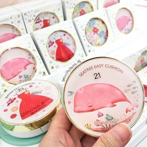 "I've come to the point where the casing will make me go ""Take all my monehhhh"" - look at these pretty casings from SeaTree! 😍  #bbcushion #cushionfoundation #seatree #travelblog #travelblogger #beautifulbunsgoestokorea #takeallmymoney #beauty #beautyblog #beautyblogger #clozette #skincare #skincareblogger  #beautyaddict #bblogger #instalove  #makeup #makeupjunkie #makeupaddict #makeupstash #asianskincare #koreanskincare #koreanbeauty #koreancosmetics #kbeauty #cute #whale"