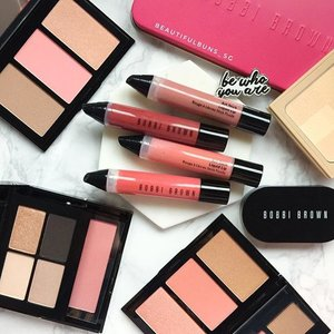 Bobbi Brown's new Art Stick Liquid Lip comes in 16 shades that encompasses the nude, pink, red, coral and Berry colour families~ wanna know which to buy once it launches in March? Check out the blog where I've uploaded swatches of 15 shades (the last one wasn't available heh). 😘💋 #bobbibrown #bobbibrownsg #바비브라운 #artstick #artstickliquidlip #lips #lipstick #lipsticklover #lipstickjunkie #beauty #beautyblog #beautyblogger #clozette  #beautyaddict #bblogger #instabeauty  #makeup #makeupjunkie #makeupaddict #makeupstash  #beautyjunkie #trendmood  #makeuphoarder #igbeauty