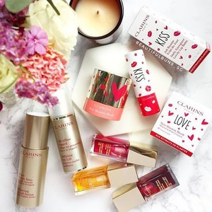 Valentine's Day may be over but that doesn't mean you can't show yourself some love - I say go get yourself these pretties from @clarinssg 😍 The blusher and lip balm are special limited edition items and come with cute heart packagingssss ❤  #clarins #clarinssg #클라란스 #valentinesday #love #blush #lipbalm #beauty #beautyblog #beautyblogger #clozette  #beautyaddict #bblogger #instabeauty  #makeup #makeupjunkie #makeupaddict #makeupstash  #beautyjunkie #trendmood #skincare #skincareblogger #makeuphoarder #igbeauty