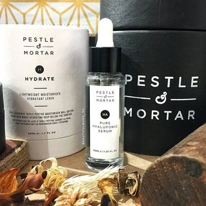 Need some serious hydration? Check out Pestle & Mortar, a brand that's known for its Pure Hyaluronic Serum 💦 It's available at Tangs under the Ecoluxury Beauty umbrella of brands, along with May Coop, Björk & Berries, Ren, Kat Burki, Eve Lom and Sans Ceuticals. ---#pestleandmortar #hyaluronic #hyaluronicacid #hyaluronicacidserum #serum #hydrationserum #hydration #skincare #skincareroutine #skincarejunkie #igskincare #instaskincare #cleanbeauty #clozette #ecoluxury #ecoluxurybeauty #luxurybeauty