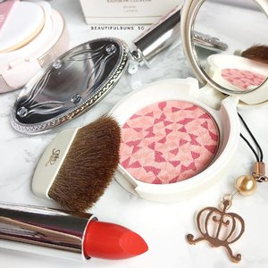 Breaking out the Bisous Bisous because it's Monday and I needs pretty thangs to look at 😘 love the hand mirror that comes with the lipstick - in fact, it's a foldable hand mirror / lipstick casing 💄 - - - #bisousbisous #blush #lipstick #lips #redlips #handmirror #blusher #beauty #beautyblog #beautyblogger #clozette  #beautyaddict #bblogger #instabeauty  #makeup #makeupjunkie #makeupaddict #makeupstash  #beautyjunkie #trendmood #skincare #skincareblogger #makeuphoarder #igbeauty #sgigbeauty