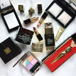 Some sexy black-and-gold packaging makeup items to tide you through the week~ how's your Tuesday coming along everybardy? 😘  #ysl #yslbeauty #bareminerals #freshbeauty #tomford #lips #christianlouboutin #lipstick #lunasol #loreal #mattifying #beauty #beautyblog #beautyblogger #clozette  #beautyaddict #bblogger #instabeauty  #makeup #makeupjunkie #makeupaddict #makeupstash  #beautyjunkie  #skincare #makeuphoarder #igbeauty #sgigbeauty  #luxurybeauty