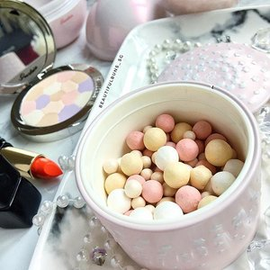 The summer edition of @guerlainsg 's Meteorites are out! Wanna check them out? Head on over to their Light Factory Pop-up at Tangs Plaza Promenade from 5-11 May - not only do you get to exclusive deals, but you can also enjoy a complimentary Flash Makeover (sign-up required) as well as a cup of minimelt ice cream on 5 May (6-8pm) and 6 May (3-5pm)! 😘 - - - #guerlain #guerlainsg #guerlainlightfactory #meteorites #겔랑 #beauty #beautyblog #beautyblogger #clozette  #beautyaddict #bblogger #instabeauty  #makeup #makeupjunkie #makeupaddict #makeupstash  #beautyjunkie #trendmood #skincare #skincareblogger #makeuphoarder #igbeauty #sgigbeauty #luxurybeauty #monsieurguerlain