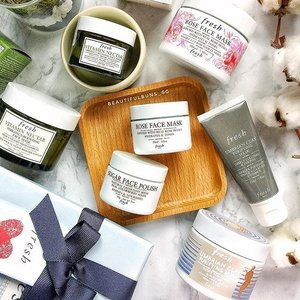 Did you know that Fresh masks are now available in handier 30ml sizes?  For deep pore purifying, there's the Umbrian Clay Purifying mask ($38). For moisture, get the Rose Face Mask ($38). Need to scrub off some dead surface skin cells? Try Sugar Face Polish ($38). For skin rejuvenation and radiance, get the Vitamin Nectar Vibrancy-Boosting Face Mask ($40). Use them together for multi/binge masking and to cater to your various skincare concerns 🤗 - - - #fresh #freshbeauty #bingemasking #multimasking #skincareroutine #skincarejunkie #skincareblogger #facemask #clozette #slave2beautyy #slave2beauty #instaskincare #instabeauty #igbeauty #igskincare #프레쉬
