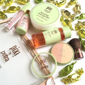 Relaxing with some @pixibeauty skin treats (along with actual #candy treats)! Obviously my favourite item is the #pixibeauty Glow Tonic #toner, but the #blush/#highlighter duo is gorgeous too! The #lipplumper, #faceoil and #cleansing balm also look pretty nice! #Clozette #beauty #makeup #skincare