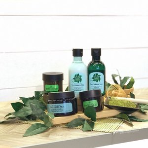 I gotta say @thebodyshopsg new #fujigreentea #haircare range is looking pretty good! The star of the show is a #hairscrub (which is the first such product I've seen) that also is meant to give your scalp a good cleaning, in addition to a #shampoo and #conditioner. I quite like this range and think it's good for most hair types. The smell is a mix of citrus and green tea which is very refreshing too! Check out my IG Story for more deets!  ________________________ #clozette #beauty #nofilter #thebodyshopSG #thebodyshop #tbssg #hairproduct #haircareproducts #igbeauty #sgbeauty #sgbloggers #bbloggers #instabeauty #beautyjunkie #beautyaddict #beautylover #beautyblogger #naturalhaircare #naturalproducts #naturalproduct #iphoneonly #hairlove #cosme