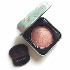 On Wednesdays we wear #pink! Today's little pop of pink is the @seatree_singapore #blush, which comes in a square tin with really pretty packaging! Pretty nice quality too! #Clozette #beauty #makeup