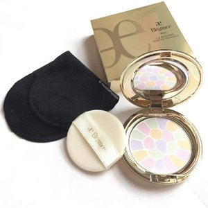 Finally reviewed my @albionsg Elegance #facepowder on the blog! This is probably one of the prettiest #compacts I've seen! The #Powder I have is shade No. 1 Elegance, and is a nice #pressedpowder with a smooth texture. #clozette #beauty #makeup
