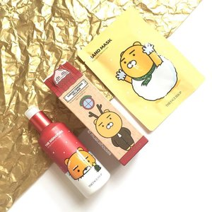 How #cute is this @thefaceshop_sg x @kakaofriends_official #holiday2016 collection? Shown here is a jazzed up version of #thefaceshop's iconic Skin Conditioning #Serum, as well as a hand #mask! If you're looking for inexpensive but presentable gift for Christmas, then this is a great pick! #Clozette #beauty