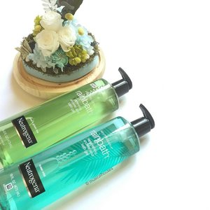 Chase away the Monday blues with these gorgeous #neutrogena #rainbath #showergel! The two types of #bathgel I have are Pear & Green Tea, and Ocean Mist. The original Rainbath is something of a cult favourite in some circles, so I'm excited to try the new versions! At $16.90 each they're pretty affordable too! #Clozette #beauty