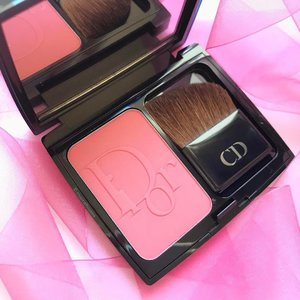 On Wednesdays we wear #pink! Today's feature is my @dior #blush - omg I can't bring myself to use it because the #dior embossing will be gone, haha! Eventually I will though! Eventually! #clozette #beauty #makeup