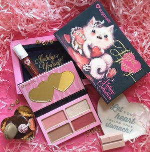 Something sweet to shoo off them Monday Blues 💨 In looove with the limited edition Feline Fancy Makeup Collection from @sugarpill!! 🍬💊 Includes a 4-pan eyeshadow palette (S.W.A.K., WINK, TEXT ME, & KISS KISS) and a liquid lippie (Strange Love) 💕 #clozette #sugarpill #felinefancy #sgig #igsg #limitededitiom #makeupflatlay