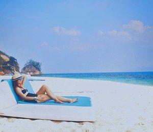 Weather these days are perfect for beach holidays 🏊🏼🌴🌊. Chilling out here at one of my favourite island! #rawa #rawaisland #island #islandlife #secretspot #beachday #johor #allitravel #travel #travelgram #traveladdict #wanderlust #welltravelled #beautifulplace #vscomy #vscoexplore #tbt #clozette #cuticutimalaysia
