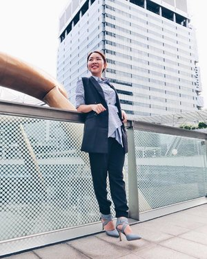 """""""Change your thoughts, transform your life."""" 💙 pc:@ladies_journal #StyleWithEna #ClosetLondon #ZaloraSG #UniqloSG #Clozette"""