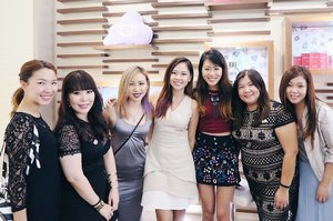 Throwback (if it's a week, does it still count as throwback?😛) to last Friday's hangout with beauty bloggers at @dfsofficial's First Class Beauty Panel event! We enjoyed trying out @esteelauder's new ANR in capsule form & learning about new & exclusive beauty brands in DFS such as Korea's first BB cushion brand Iope & Helena Rubinstein (awesome mascaras, I kid you not!) You can even enjoy facials at DFS, visit their socials for more awesome promotions! ☺️💕 Thanks @loveforskincare for inviting @ladies_journal & I! ☺️💓 If you haven't heard, Leanne will be hosting a MAC cosmetics beauty session this 31st August at Heerens, for more info. & sign up, visit her IG bio! 😉 #EnasBeautyTalk #DFSSG #FirstClassBeauty #clozette