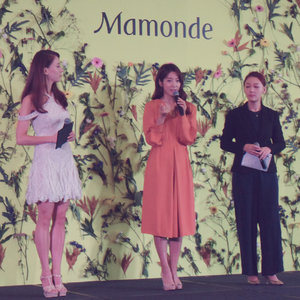 When you get to see #KoreanActress @ssinz7 #ssinz7 in real life for the @MamondeSingapore's Brand Ambassador Media Conference at @Wsingapore #Wsingapore #WhotelSingapore yesterday!  #MamondeSG - #InspiredByFlowers specializes in #KoreanSkincare #KoreanMakeUp #KoreanCosmetics products formulated from the goodness of #flowers.  Can't wait to try the #Mamonde #FlowerEssence #FlowerEssenceMask s for Anti-Aging (Camellia) and Soothing (Lotus). And i actually wanted to get their #MamondeCreamyTint #MamondeCreamyTintColorBalm Light, now i have it in 03 Rosy Brick! You guys should check out the CF #ParkShinHye did for the #LipTint #LipBalm s!  #Clozette #Beauty #MakeUp #Cosmetics #Skincare